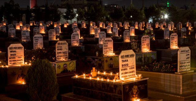 Gravar efter några av de tiotusentals som dödats under de åtta åren av krig i Syrien. Baderkhan Ahmad / TT NYHETSBYRÅN