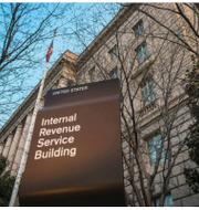 Information om Bezos och Musks deklarationer från amerikanska skatteverket IRS har publicerats i ny rapport.  Christophe Gateau/AP,  J. David Ake/AP respektive  Rafiq Maqbool/AP