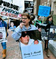 Anhöriga till människor som dött av överdoser protesterar i Massachusetts.  Josh Reynolds / TT NYHETSBYRÅN