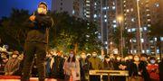 Demonstranter i Wuhan som är kritiska till att en fastighet i området ska användas som en samlingsplats för smittade patienter. PHILIP FONG / AFP