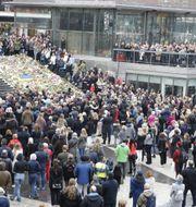Människor på Sergels torg efter attentatet 2017. Christine Olsson/TT / TT NYHETSBYRÅN
