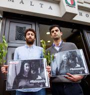 Matthew Caruana Galizia tillsammans med sin bror Paul Caruana Galizia. TOLGA AKMEN / AFP