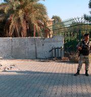 En soldat utanför den gröna zonen efter en raketattack förra året. Arkivbild.  Khalid Mohammed / TT NYHETSBYRÅN