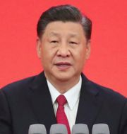 Kinas ledare Xi Jinping / Medicinsk personal på ett labb i Wuhan. TT.