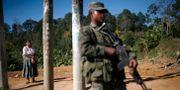 Militär vaktar vid en stad i Guatemala.  Rodrigo Abd / TT NYHETSBYRÅN
