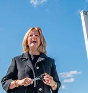 Arkivbild. Telias vd Allison Kirby och digitaliseringsminister Anders Ygeman under invigningen av Sveriges första 5G-nät i somras.  Jonas Ekströmer/TT / TT NYHETSBYRÅN