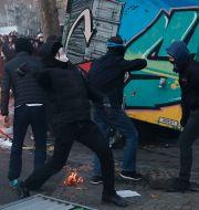 Bild från Paris under lördagen.  Francois Mori / TT NYHETSBYRÅN