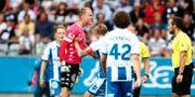 IFK:s målvakt Pontus Dahlberg varnas efter våldsamma protester mot straffdomsluten. Thomas Johansson / TT NYHETSBYRÅN