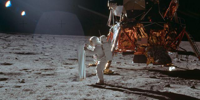 Buzz Aldrin arbetar på månen den 20 juli 1969. Neil Armstrong / TT NYHETSBYRÅN/ NTB Scanpix