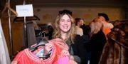 Emilia Bentzer, 26 år från Stockholm, har satsat på klänningar under utförsäljningen. Marko Säävälä/TT / TT NYHETSBYRÅN