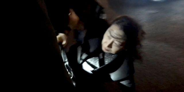Teresa Cheng reser sig efter en attack i London. CHLOE LEUNG / TT NYHETSBYRÅN