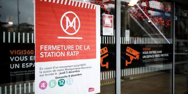 Metron i Paris står stilla på grund av strejk. BENOIT TESSIER / TT NYHETSBYRÅN