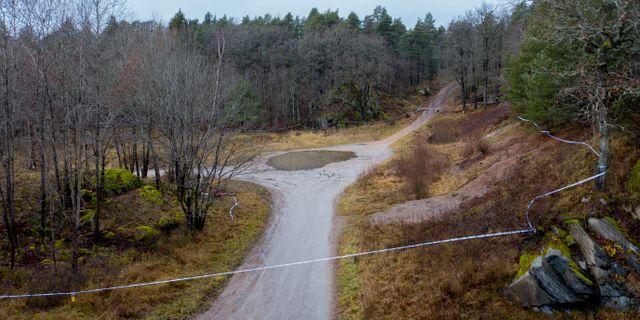Avspärrningar i skogsområde utanför Uddevalla.  Adam Ihse/TT / TT NYHETSBYRÅN