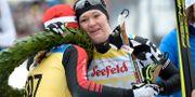 Britta Johansson Norgren slutade tvåa i Vasaloppet 2016 och kramar här om vinnaren Katerina Smutna. Ulf Palm/TT / TT NYHETSBYRÅN