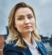 Ebba Busch (KD) och huset som tvisten handlar om  Simon Rehnström, Jonas EkströmerTT