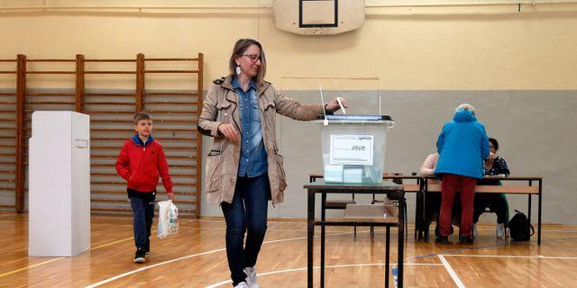 Människor röstar under söndagen i Nordmakedonien. Boris Grdanoski / TT NYHETSBYRÅN/ NTB Scanpix