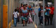 Migranter från Honduras vid gränsen till USA. JOSE CABEZAS / TT NYHETSBYRÅN
