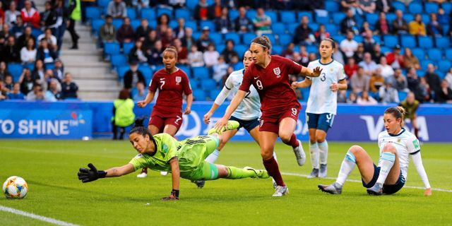 England's Jodie Taylor gör mål. PHIL NOBLE / BILDBYRÅN
