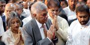 Ranil Wickremesinghe med sin fru Maithree under ett besök i Colombo i december. Eranga Jayawardena / TT NYHETSBYRÅN/ NTB Scanpix