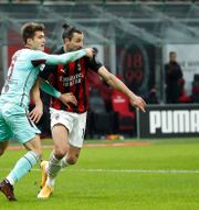 Zlatan Ibrahimovic i kamp med Torinos Jacopo Segre Antonio Calanni / TT NYHETSBYRÅN
