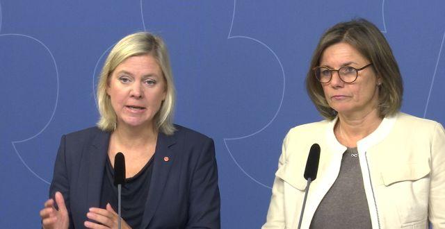 Finansminister Magdalena Andersson (S) och MP:s språkrör Isabella Lövin. Lars Schröder/TT / TT NYHETSBYRÅN