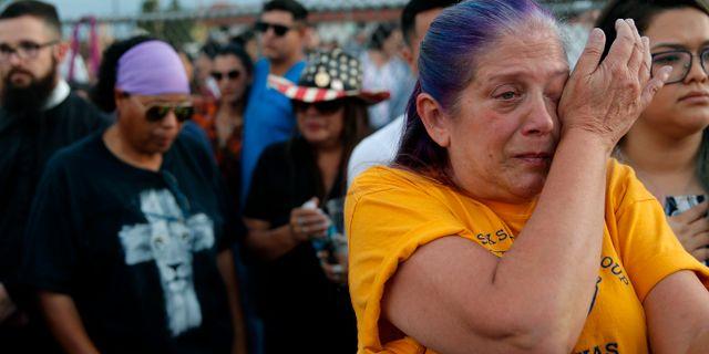 Sorg i El Paso efter dådet som tog 22 människors liv. John Locher / TT NYHETSBYRÅN/ NTB Scanpix