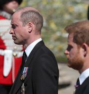 Prins William (vänster) och Harry (höger) i samband med begravningen Gareth Fuller / TT NYHETSBYRÅN
