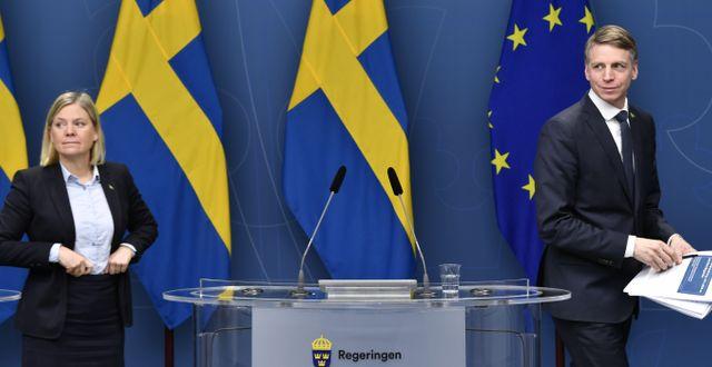 Finansminister Magdalena Andersson (S) med biträdande finansminister Per Bolund (MP).  Henrik Montgomery /TT / TT NYHETSBYRÅN