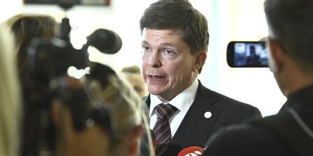 Persson diskuterar valfard med clinton