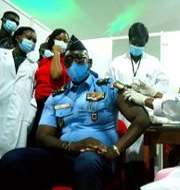 Vaccinering i Elfenbenskusten som gjorts möjlig av Covax. Diomande Ble Blonde / TT NYHETSBYRÅN