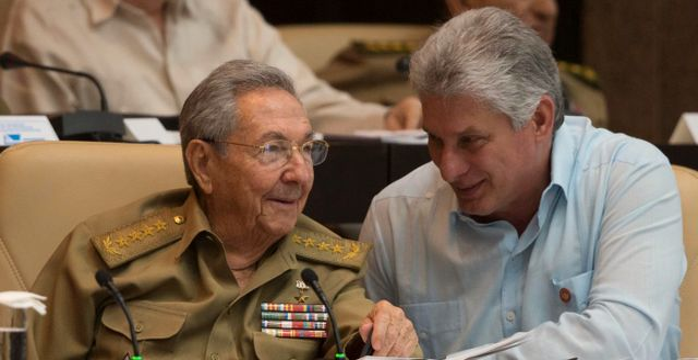 Miguel Diaz-Canel tillsammans med Raúl Castro.  ISMAEL FRANCISCO / www.cubadebate.cu