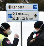 Vägspärr vid infarten till St Anton i Österrike/Arkivbild Kerstin Joensson / TT NYHETSBYRÅN