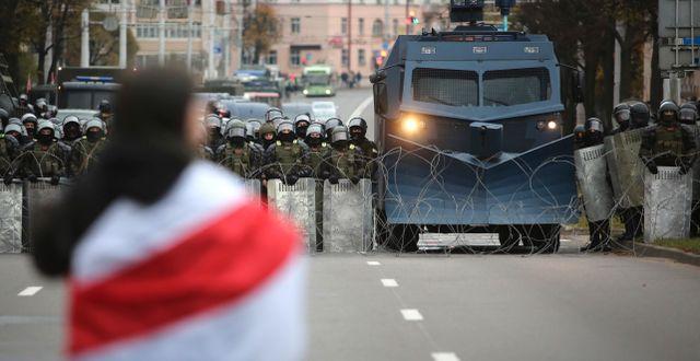 Bild från protester i Minsk i oktober.  TT NYHETSBYRÅN