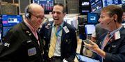 Börsmäklare på Wall Street. Arkivbild. Richard Drew / TT NYHETSBYRÅN