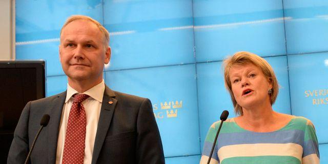 Jonas Sjöstedt och Ulla Andersson. JONAS EKSTRÖMER / TT / TT NYHETSBYRÅN