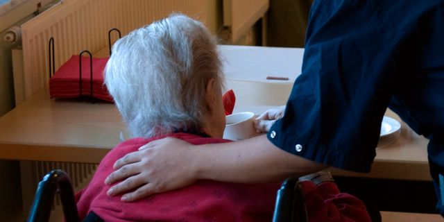 Lurade av dement kvinna 33 miljoner