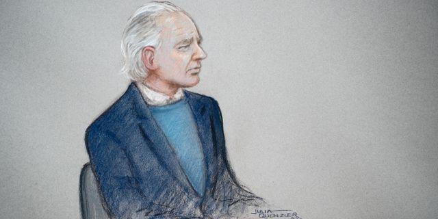 Illustration på Julian Assange i rätten. JULIA QUENZLER / TT NYHETSBYRÅN