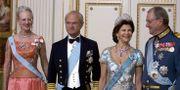 Kung Carl Gustaf och drottning Silvia med drottning Margrethe och prins Henrik vid ett besök i Köpenhamn 2007. Kim Agersten / TT / NTB Scanpix