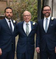 Från vänster, Lachlan Murdoch, Rupert Murdoch and James Murdoc Joel Ryan / TT NYHETSBYRÅN