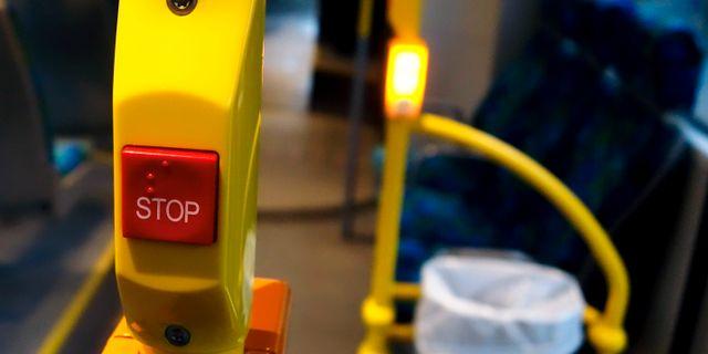 Arkivbild: Stoppknapp i en buss. Hasse Holmberg/TT / TT NYHETSBYRÅN
