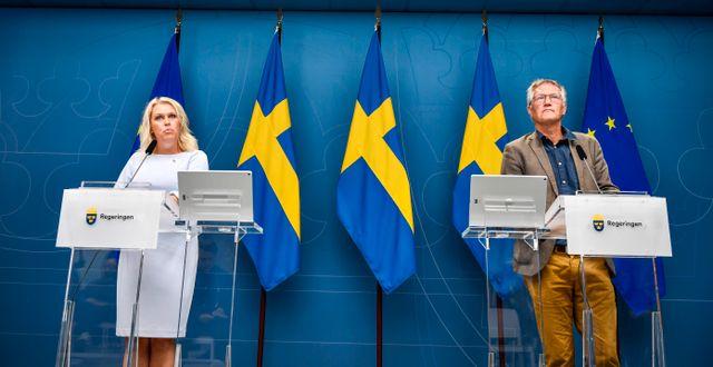 Socialminister Lena Hallengren (S) och statsepidemiolog Anders Tegnell håller pressträff, 30 juli 2020. Naina Helén Jåma/TT / TT NYHETSBYRÅN
