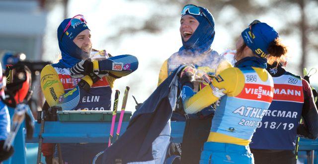 Jesper Nelin, Sebastian Samuelsson och Linn Persson under gårdagens träning med skidskyttelandslaget. Jessica Gow/TT / TT NYHETSBYRÅN