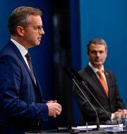 Inrikesminister Mikael Damberg (S) och näringsminister Ibrahim Baylan (S) under onsdagens pressträff Henrik Montgomery/TT / TT NYHETSBYRÅN