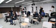 Journalisterna sitter samlade inför en av Stefan Löfvens pressträffar i mars. Fredrik Sandberg/TT / TT NYHETSBYRÅN