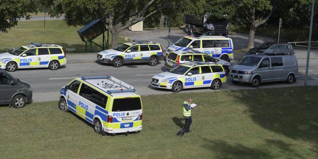 Polispatruller efter skjutningen.  Janerik Henriksson/TT / TT NYHETSBYRÅN