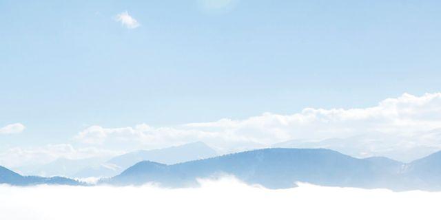 Arkivbild, dimma över iranska berg. Ebrahim Noroozi / TT / NTB Scanpix