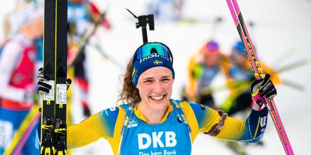 Hanna Öberg går i mål. JOEL MARKLUND / BILDBYRÅN