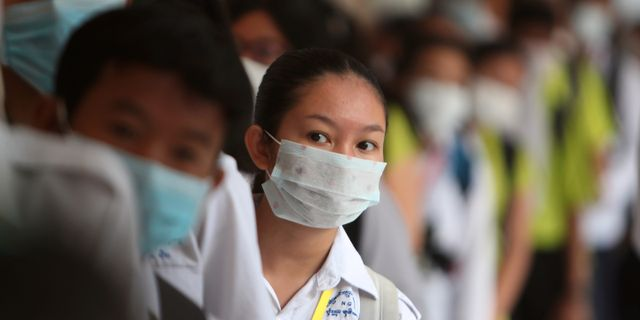 Sjukvårdspersonal i Kambodja. Heng Sinith / TT NYHETSBYRÅN
