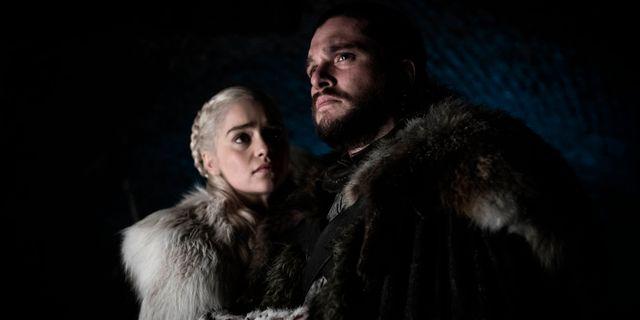Emilia Clarke och Kit Harington i en scen från Game of thrones. Helen Sloan / TT NYHETSBYRÅN