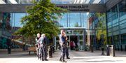 Stor polisnärvaro vid Göteborgs tingsrätt när rättegången startar mot tre män med nazistanknytning som står åtalade för allmänfarlig ödeläggelse. ANDERS YLANDER/TT / TT NYHETSBYRÅN